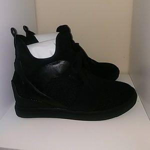 980e1a54ad9 Steve Madden Shoes - Steve Madden Lexi Sneaker